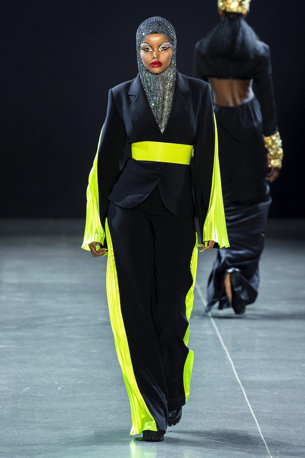Christian Cowan时装系列虽然巨大的薄纱层状服装并没有那么特别-33.jpg