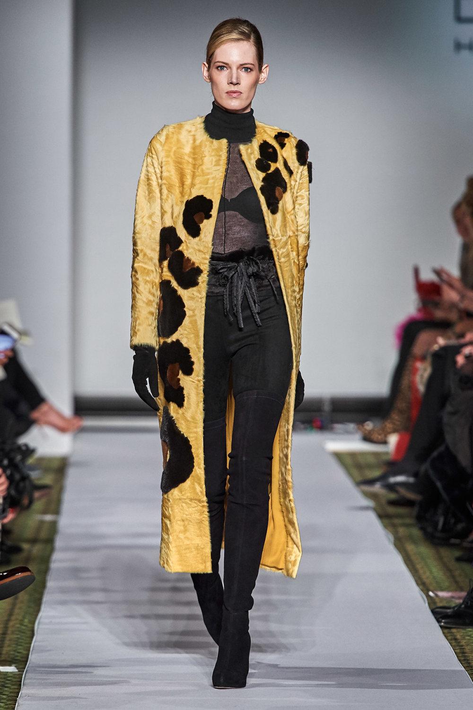 Dennis Basso时装系列感觉更有凝聚力和流线型比过去更少挑剔-4.jpg