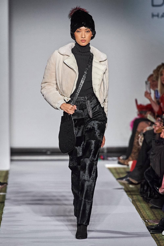 Dennis Basso时装系列感觉更有凝聚力和流线型比过去更少挑剔-16.jpg
