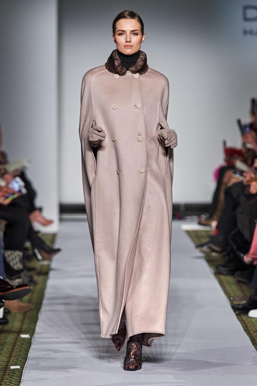 Dennis Basso时装系列感觉更有凝聚力和流线型比过去更少挑剔-35.jpg