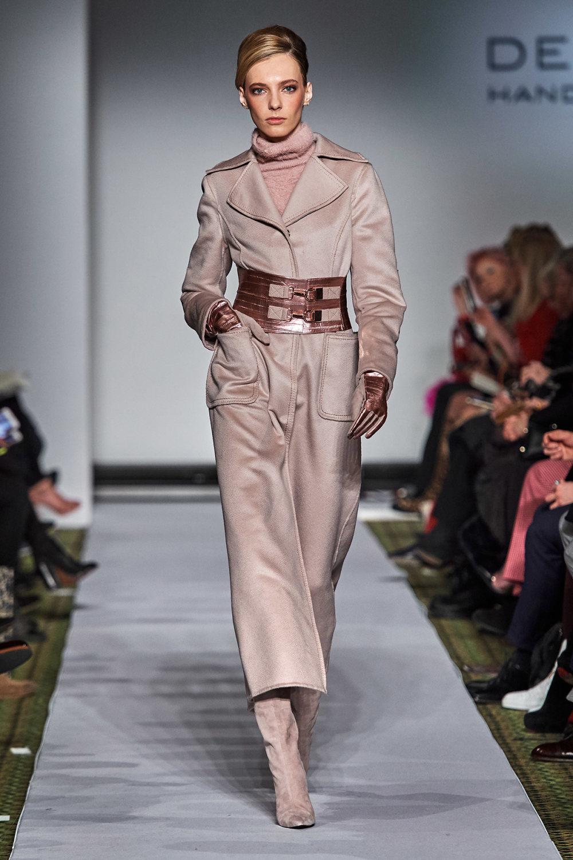 Dennis Basso时装系列感觉更有凝聚力和流线型比过去更少挑剔-36.jpg