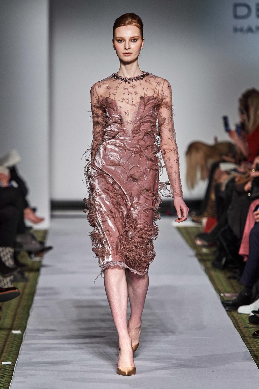 Dennis Basso时装系列感觉更有凝聚力和流线型比过去更少挑剔-46.jpg