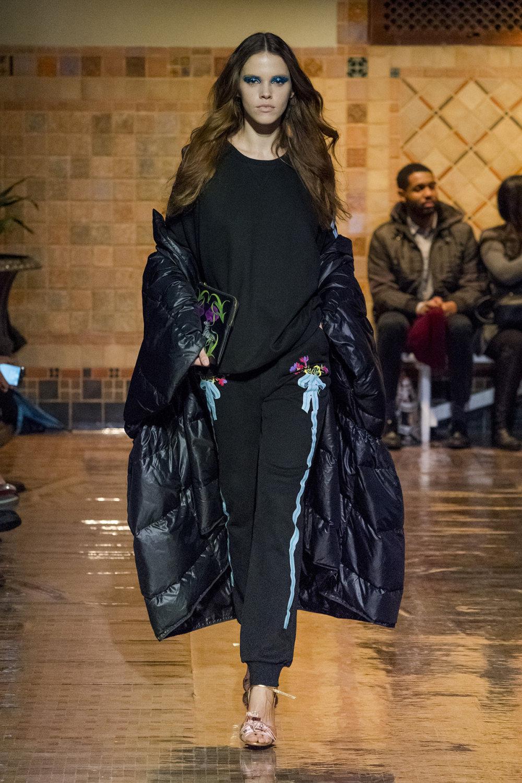 Cynthia Rowley时装系列熟悉的性感连衣裙印有巧妙的水果和花香-2.jpg