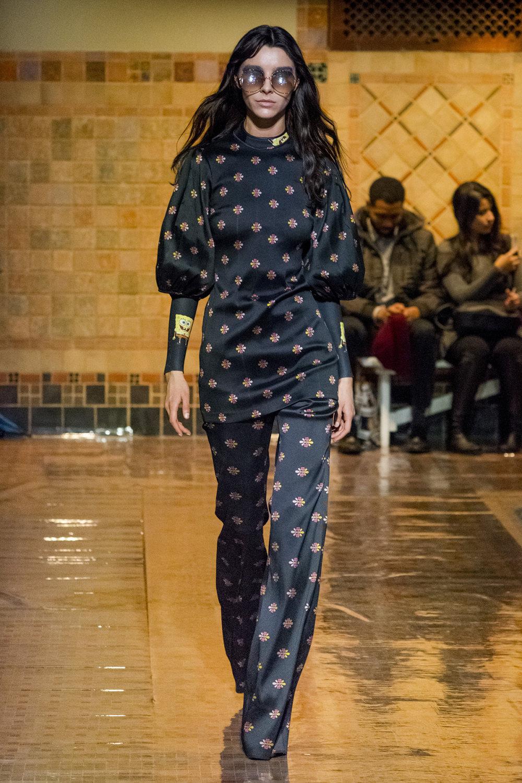 Cynthia Rowley时装系列熟悉的性感连衣裙印有巧妙的水果和花香-4.jpg