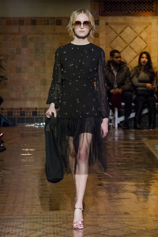 Cynthia Rowley时装系列熟悉的性感连衣裙印有巧妙的水果和花香-7.jpg