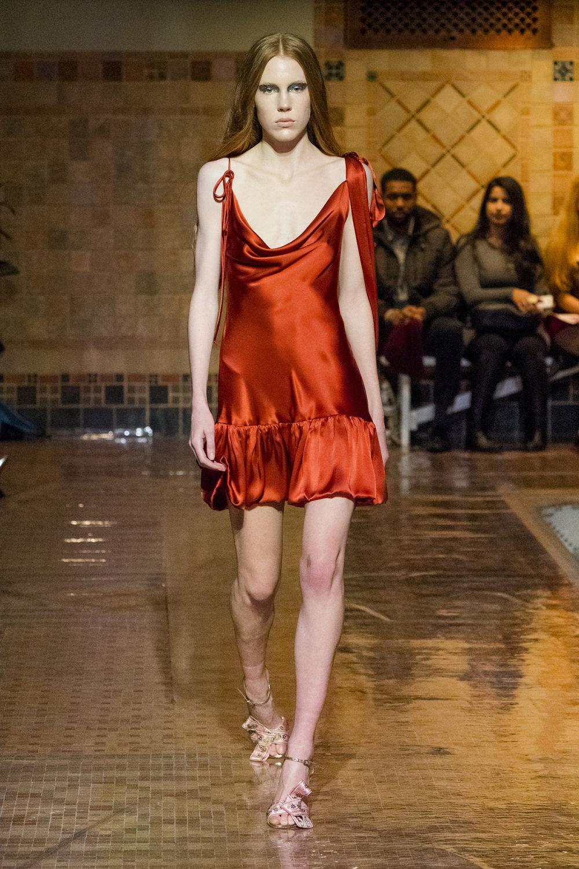 Cynthia Rowley时装系列熟悉的性感连衣裙印有巧妙的水果和花香-16.jpg