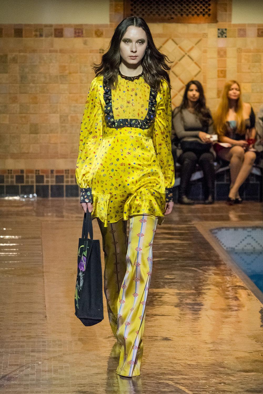Cynthia Rowley时装系列熟悉的性感连衣裙印有巧妙的水果和花香-18.jpg