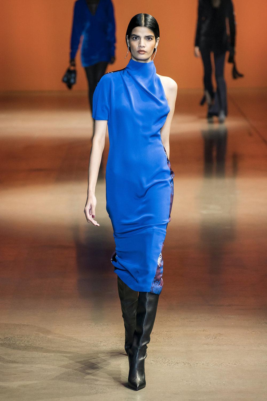 Cushnie时装系列专注于别致的晚装精美构造斜裁剪裁和垂褶连衣裙-3.jpg