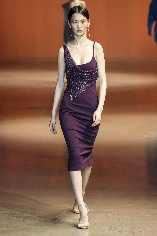 Cushnie时装系列专注于别致的晚装精美构造斜裁剪裁和垂褶连衣裙-6.jpg