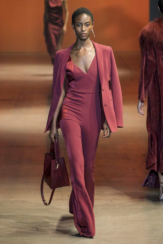 Cushnie时装系列专注于别致的晚装精美构造斜裁剪裁和垂褶连衣裙-12.jpg