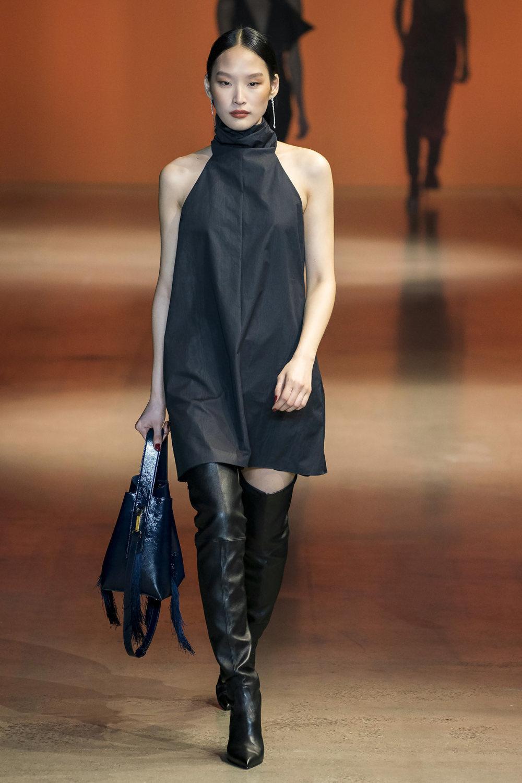 Cushnie时装系列专注于别致的晚装精美构造斜裁剪裁和垂褶连衣裙-15.jpg