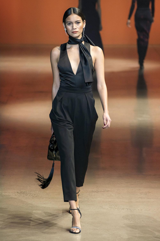 Cushnie时装系列专注于别致的晚装精美构造斜裁剪裁和垂褶连衣裙-16.jpg