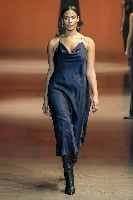 Cushnie时装系列专注于别致的晚装精美构造斜裁剪裁和垂褶连衣裙-18.jpg