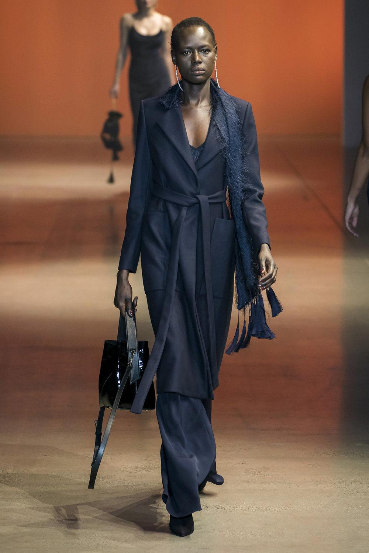 Cushnie时装系列专注于别致的晚装精美构造斜裁剪裁和垂褶连衣裙-19.jpg