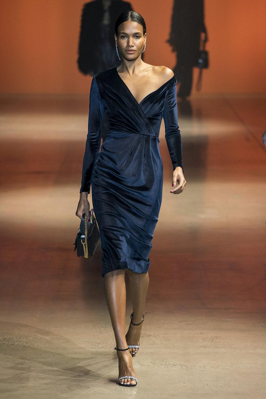 Cushnie时装系列专注于别致的晚装精美构造斜裁剪裁和垂褶连衣裙-21.jpg