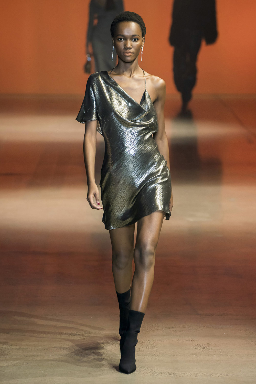 Cushnie时装系列专注于别致的晚装精美构造斜裁剪裁和垂褶连衣裙-24.jpg