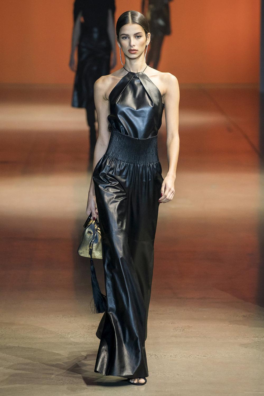 Cushnie时装系列专注于别致的晚装精美构造斜裁剪裁和垂褶连衣裙-26.jpg