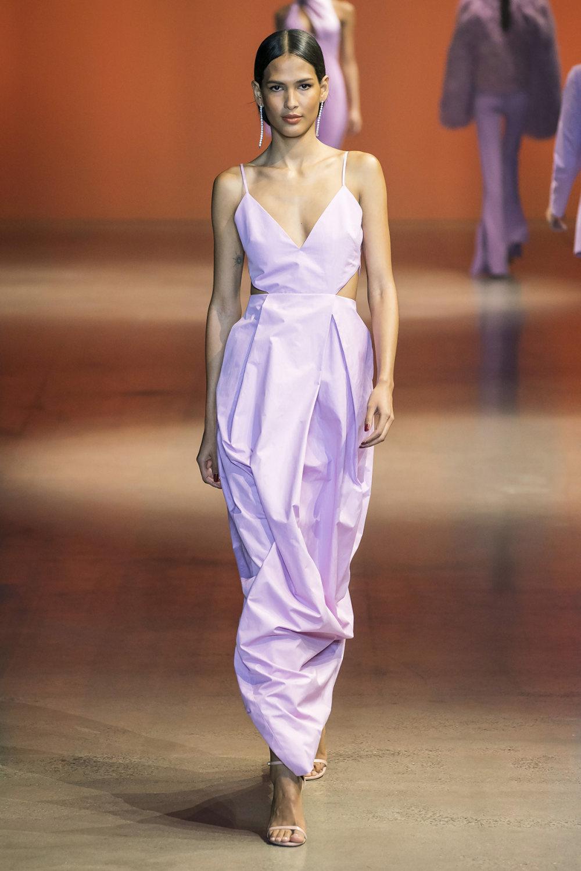 Cushnie时装系列专注于别致的晚装精美构造斜裁剪裁和垂褶连衣裙-31.jpg