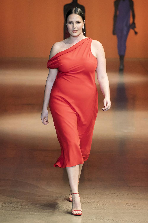 Cushnie时装系列专注于别致的晚装精美构造斜裁剪裁和垂褶连衣裙-34.jpg