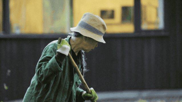 她65岁一个人到深山造房住:活着,就是人生最大意义-11.jpg