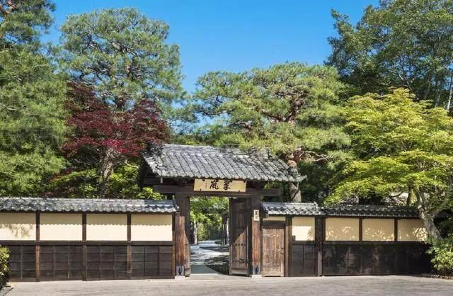 为山本耀司精品店操刀的大師,打造了这家极简酒店-2.jpg