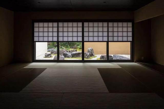 为山本耀司精品店操刀的大師,打造了这家极简酒店-6.jpg