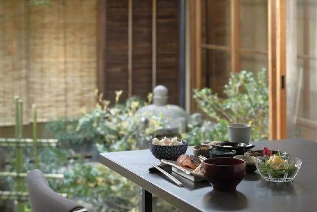 为山本耀司精品店操刀的大師,打造了这家极简酒店-8.jpg