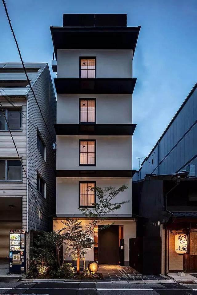 为山本耀司精品店操刀的大師,打造了这家极简酒店