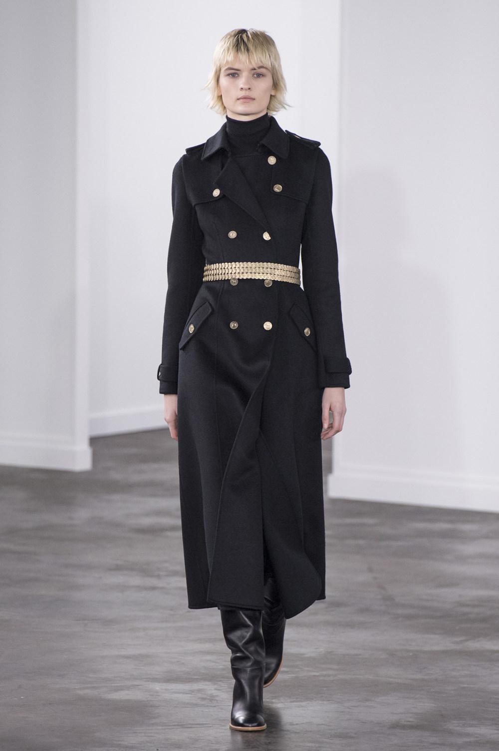 Gabriela Hearst时装系列细条纹西装和宽大毛衣之间形成鲜明对比-1.jpg