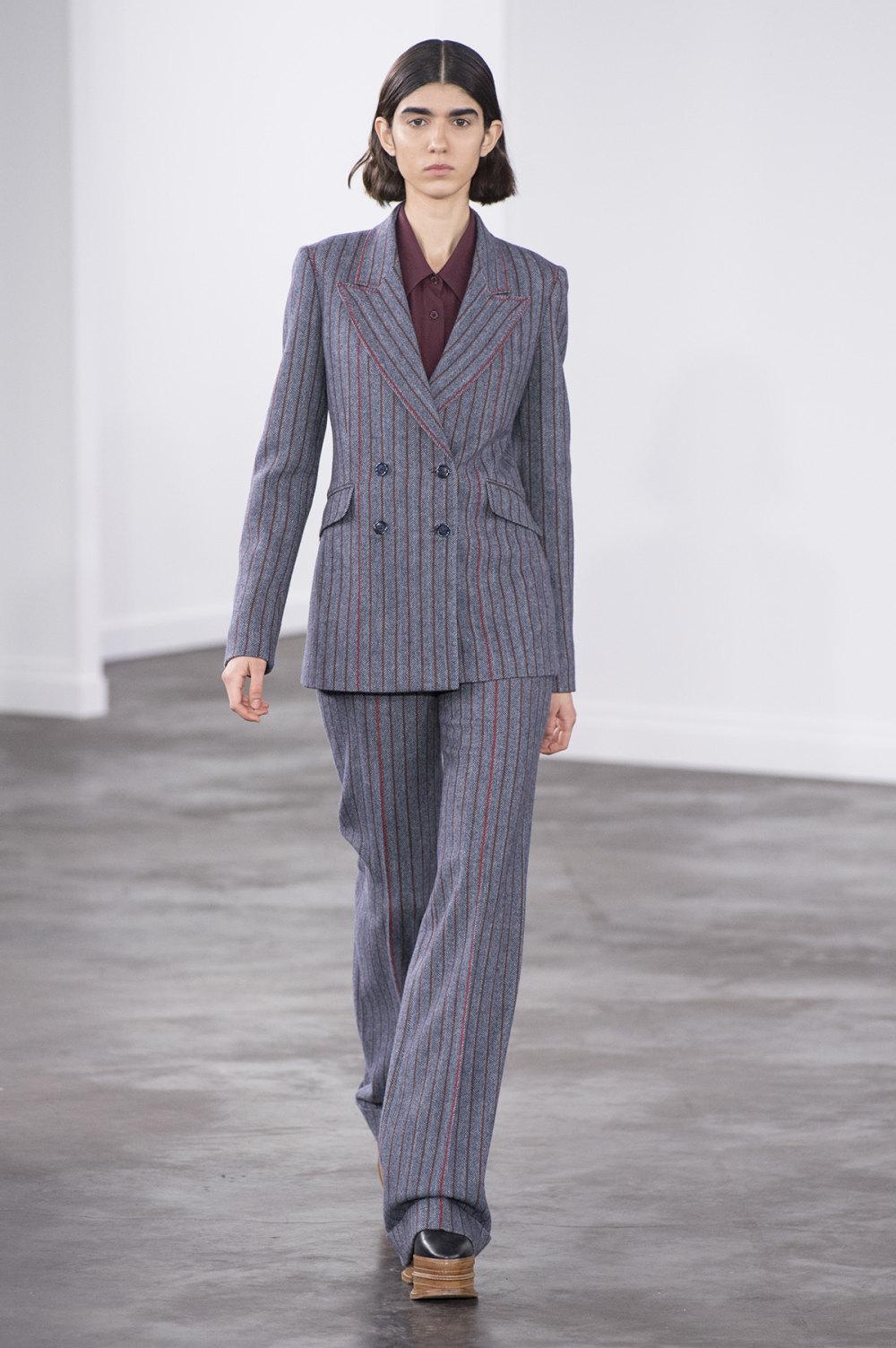 Gabriela Hearst时装系列细条纹西装和宽大毛衣之间形成鲜明对比-13.jpg