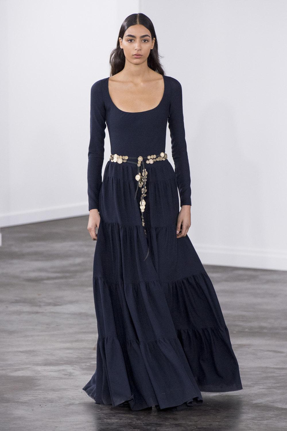 Gabriela Hearst时装系列细条纹西装和宽大毛衣之间形成鲜明对比-26.jpg
