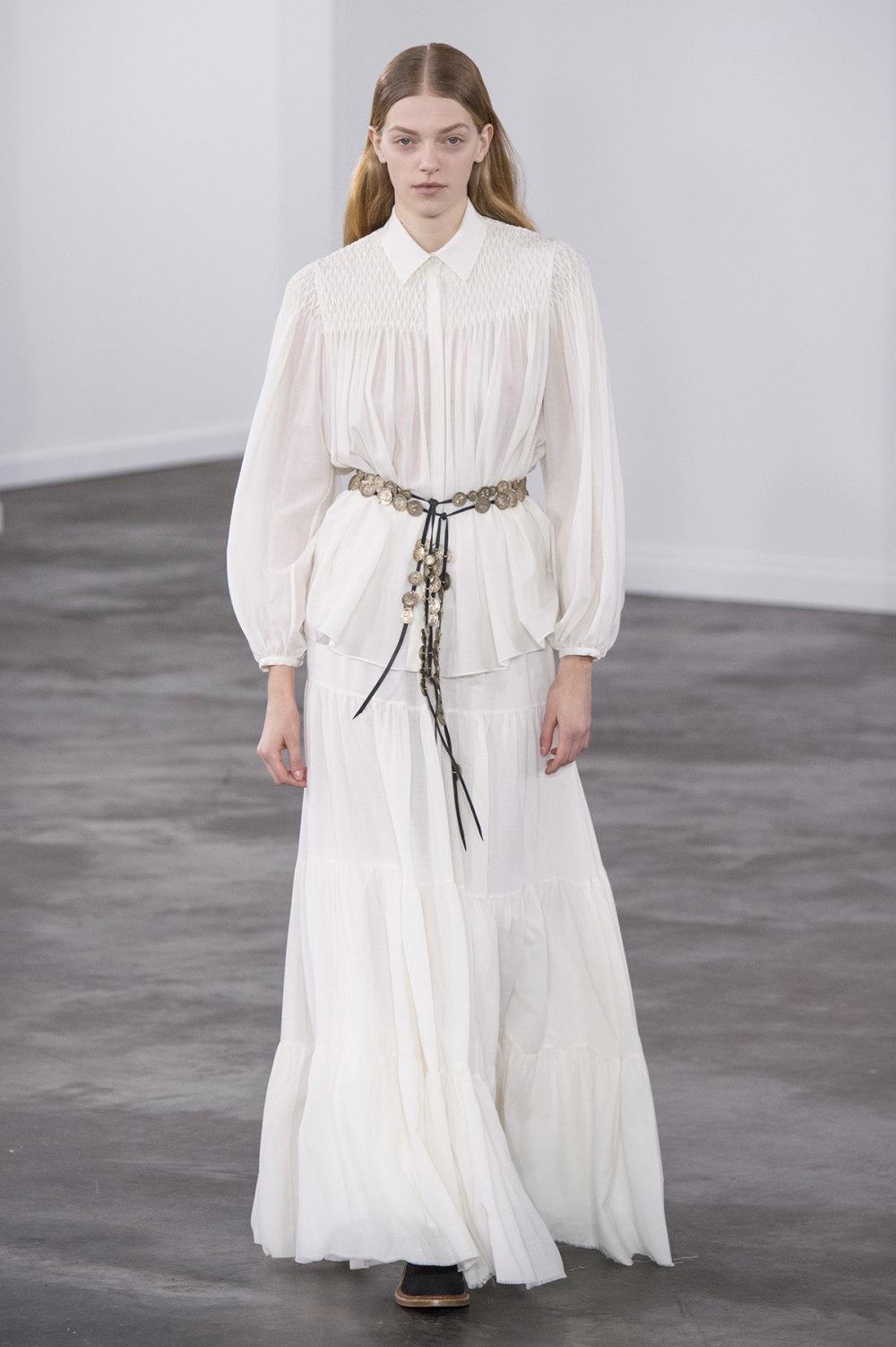 Gabriela Hearst时装系列细条纹西装和宽大毛衣之间形成鲜明对比-27.jpg