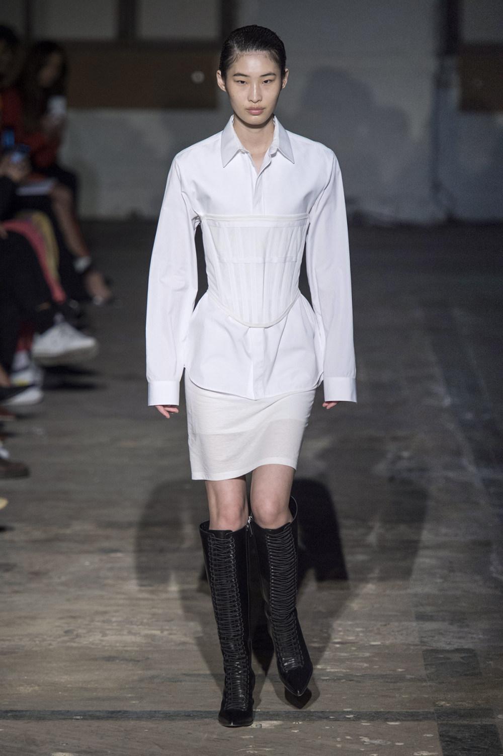 Dion Lee没有紧身衣的连衣裙被聚集或扭曲保持调色板的简约和奢华-3.jpg