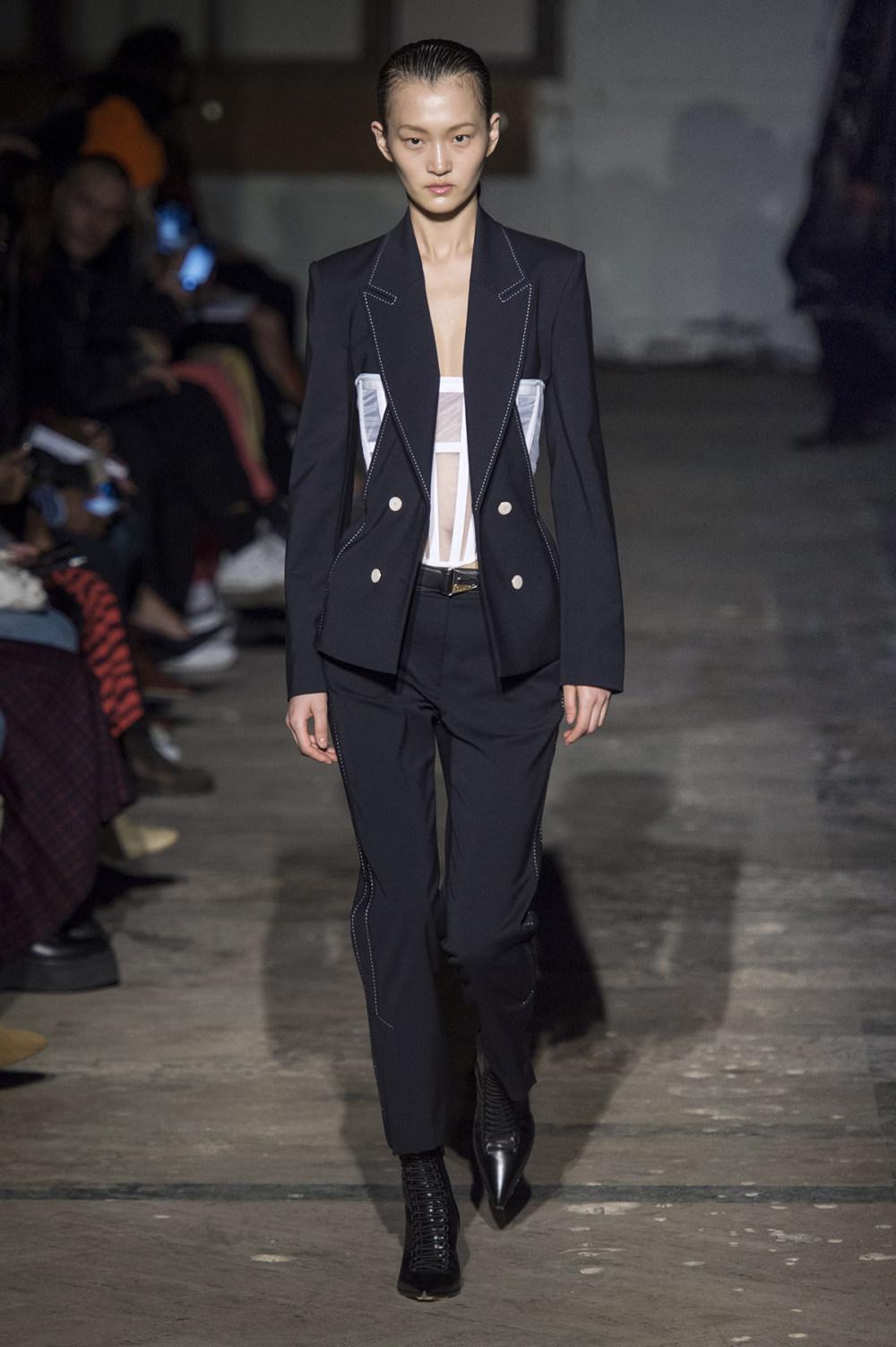 Dion Lee没有紧身衣的连衣裙被聚集或扭曲保持调色板的简约和奢华-4.jpg