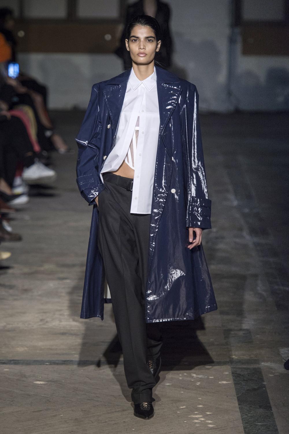 Dion Lee没有紧身衣的连衣裙被聚集或扭曲保持调色板的简约和奢华-5.jpg