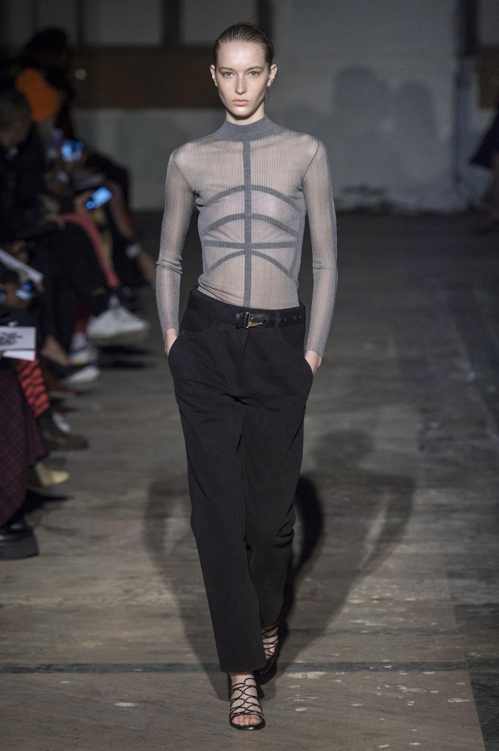 Dion Lee没有紧身衣的连衣裙被聚集或扭曲保持调色板的简约和奢华-7.jpg