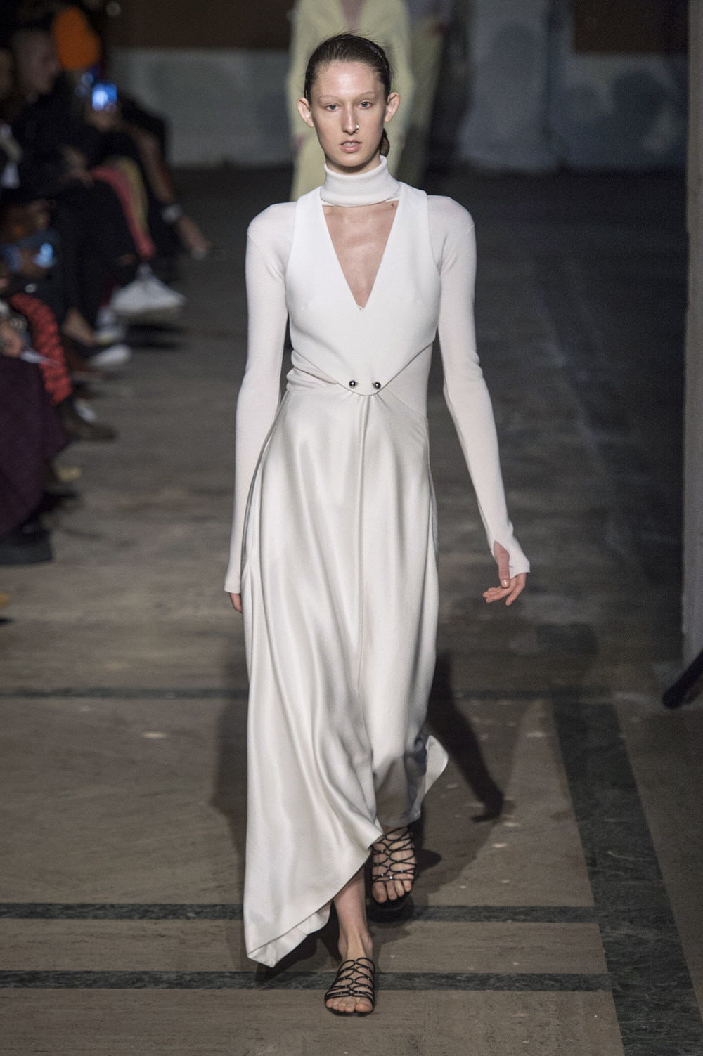 Dion Lee没有紧身衣的连衣裙被聚集或扭曲保持调色板的简约和奢华-10.jpg