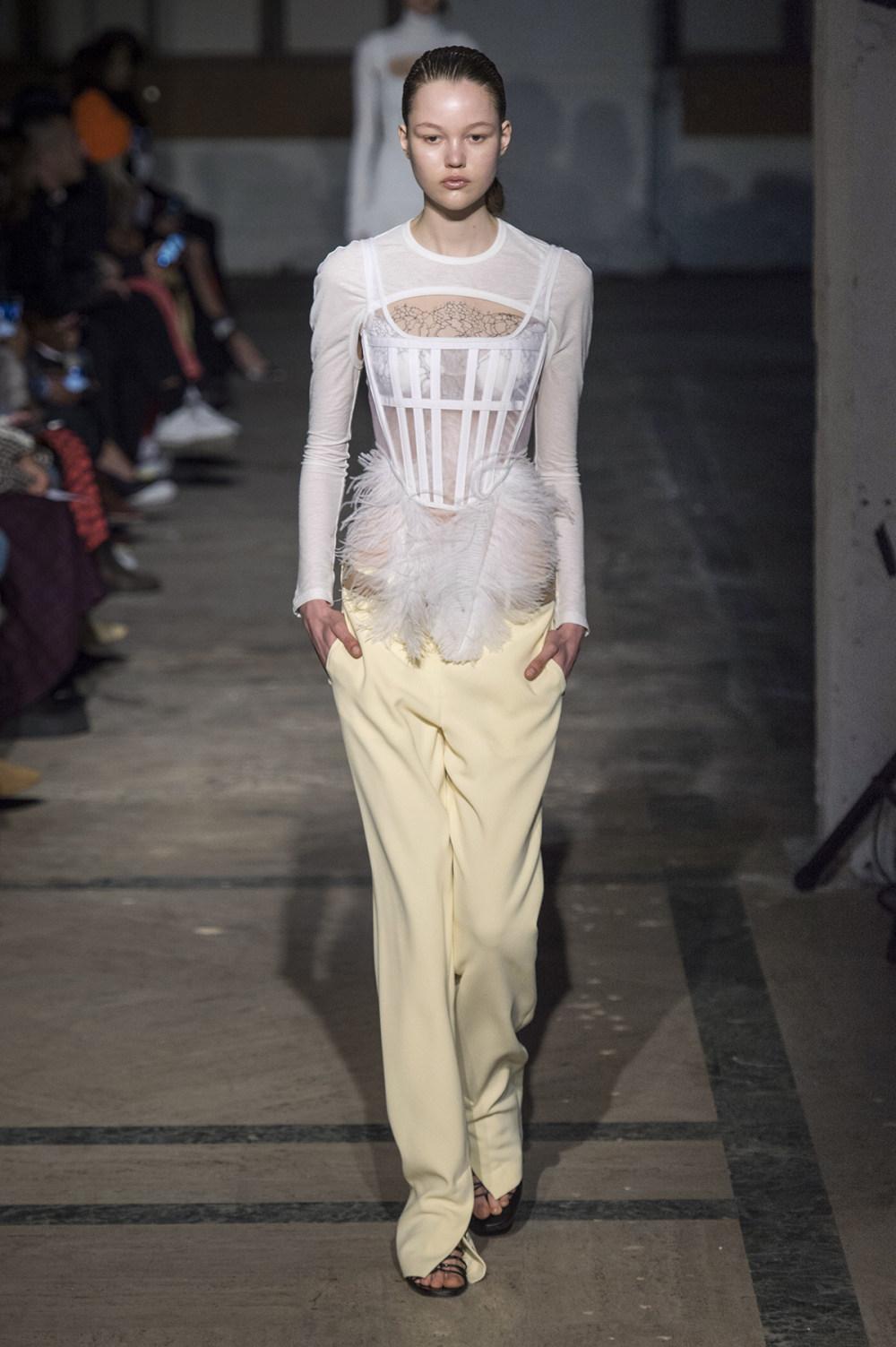 Dion Lee没有紧身衣的连衣裙被聚集或扭曲保持调色板的简约和奢华-12.jpg