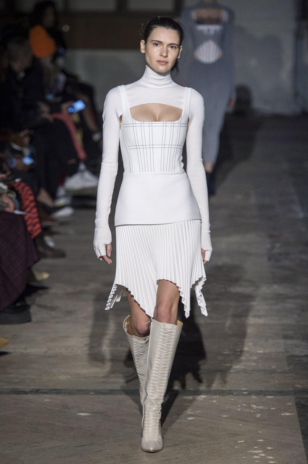 Dion Lee没有紧身衣的连衣裙被聚集或扭曲保持调色板的简约和奢华-13.jpg