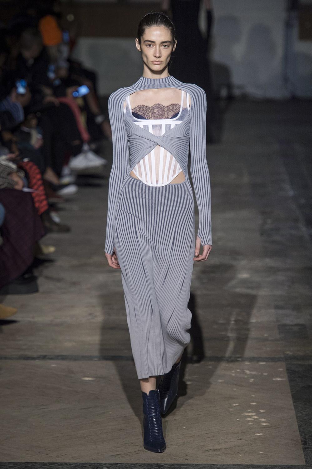 Dion Lee没有紧身衣的连衣裙被聚集或扭曲保持调色板的简约和奢华-14.jpg