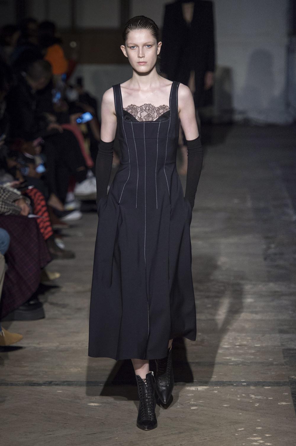 Dion Lee没有紧身衣的连衣裙被聚集或扭曲保持调色板的简约和奢华-15.jpg