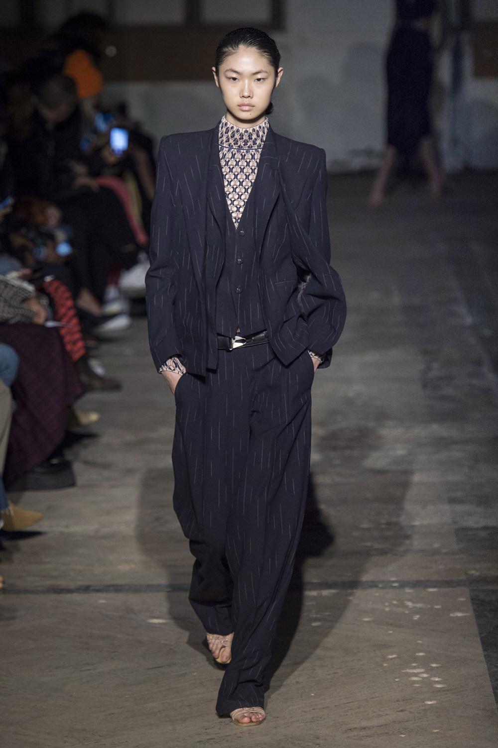 Dion Lee没有紧身衣的连衣裙被聚集或扭曲保持调色板的简约和奢华-17.jpg