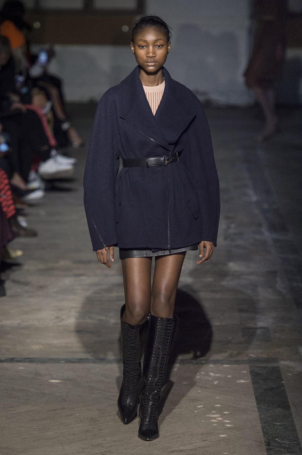 Dion Lee没有紧身衣的连衣裙被聚集或扭曲保持调色板的简约和奢华-19.jpg