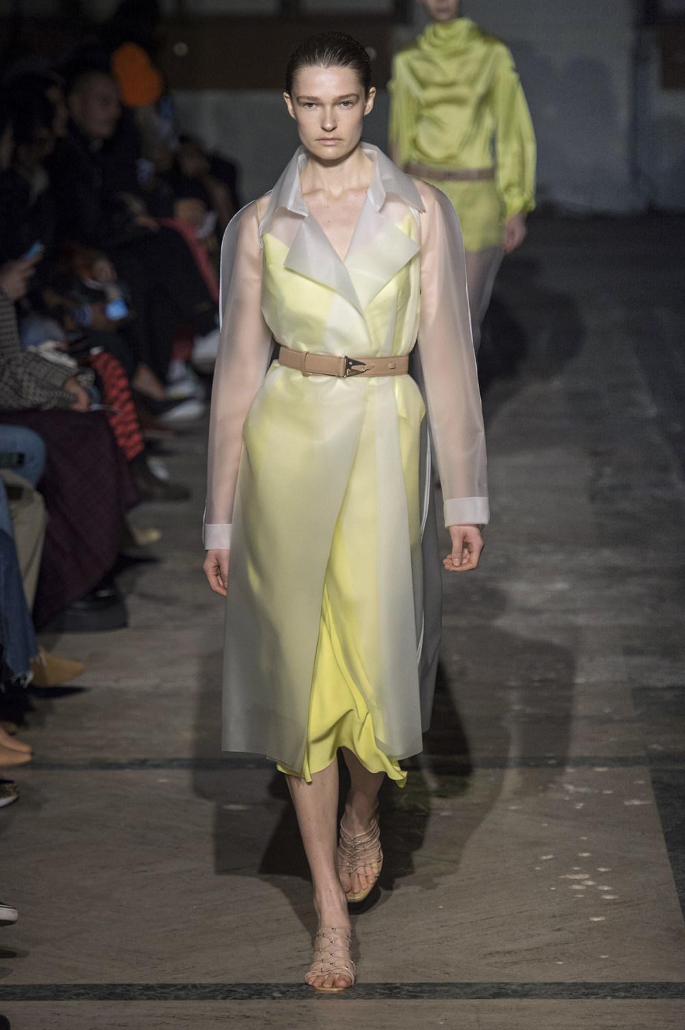 Dion Lee没有紧身衣的连衣裙被聚集或扭曲保持调色板的简约和奢华-22.jpg