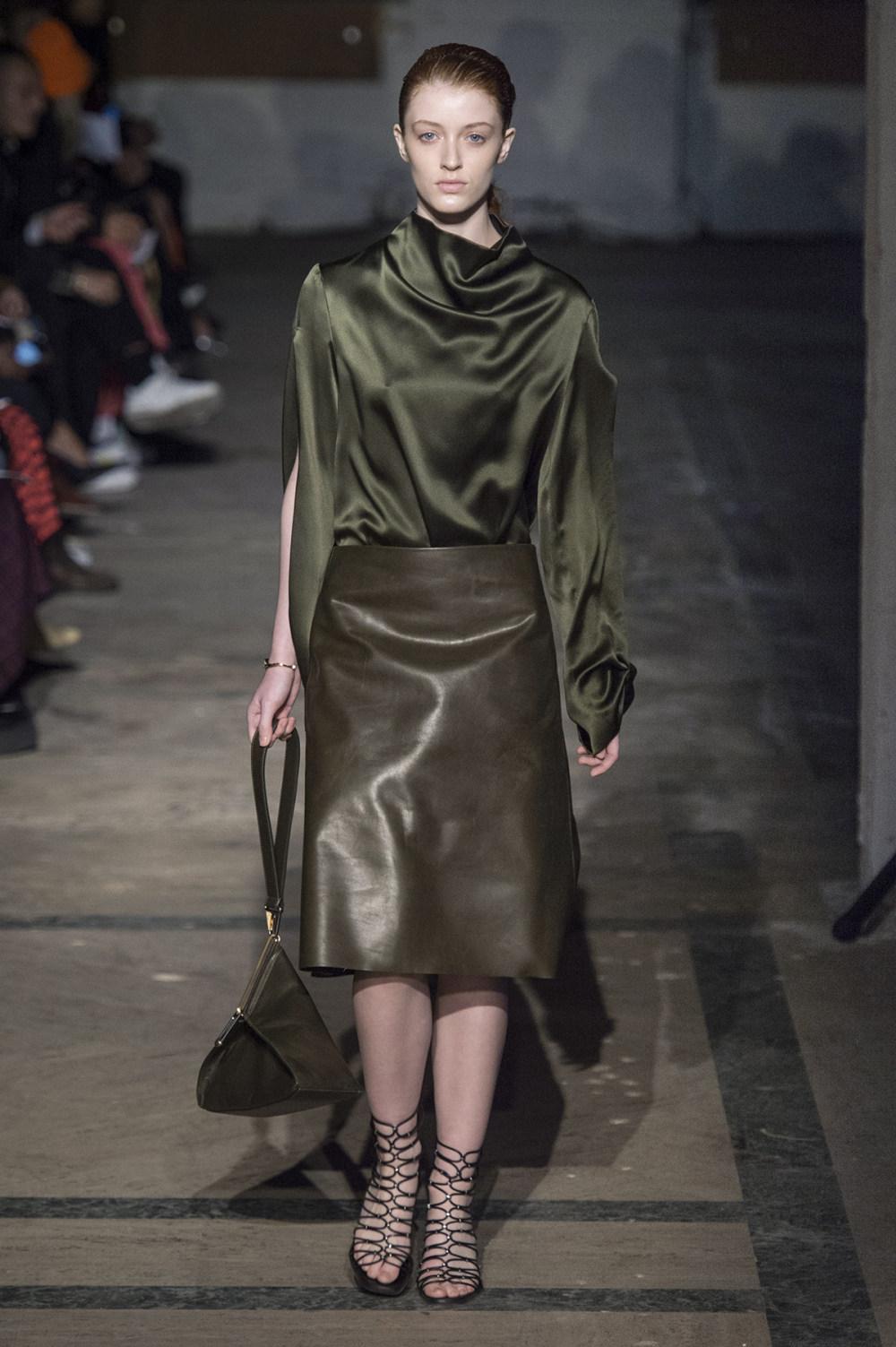 Dion Lee没有紧身衣的连衣裙被聚集或扭曲保持调色板的简约和奢华-24.jpg