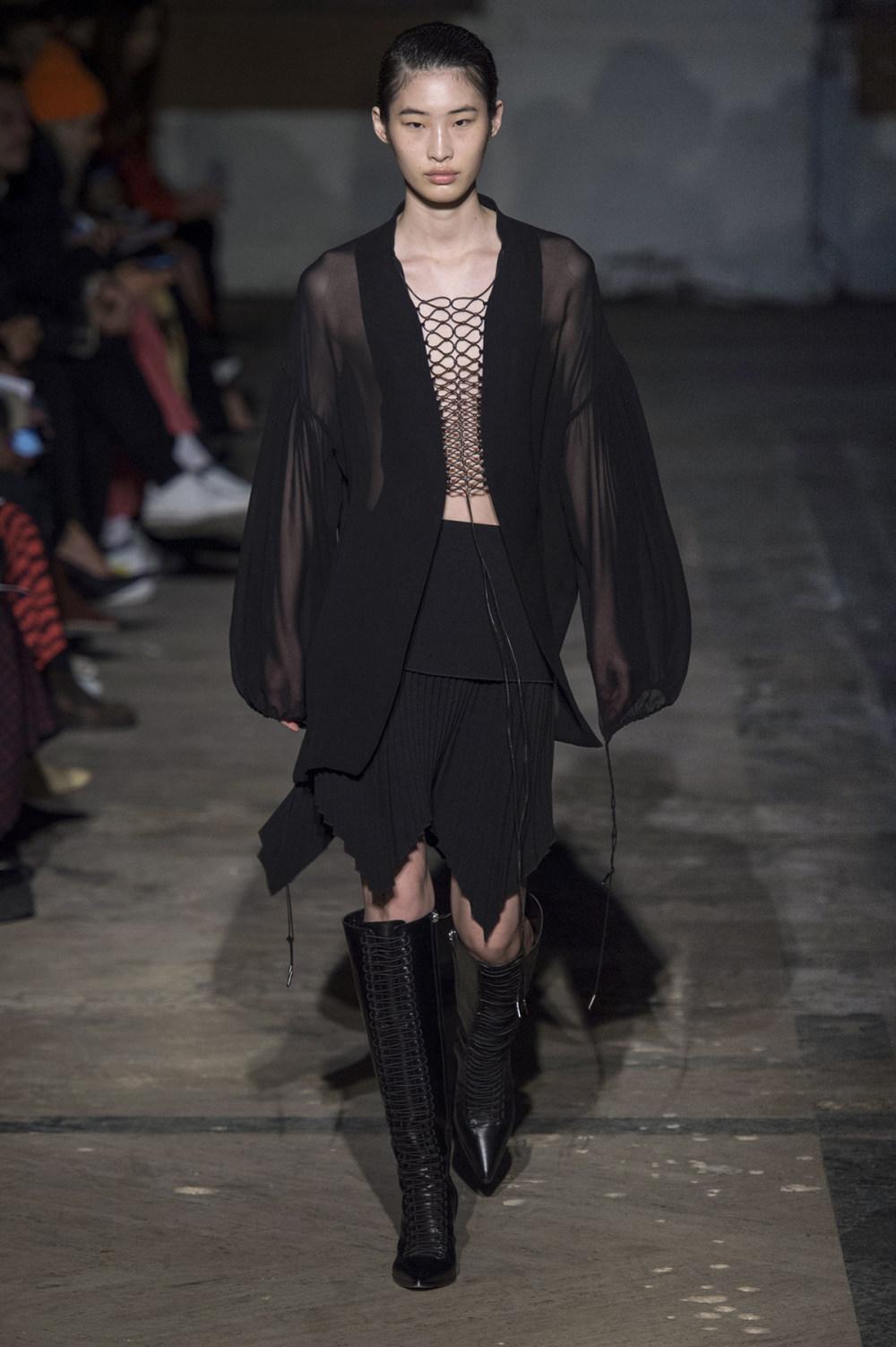 Dion Lee没有紧身衣的连衣裙被聚集或扭曲保持调色板的简约和奢华-27.jpg
