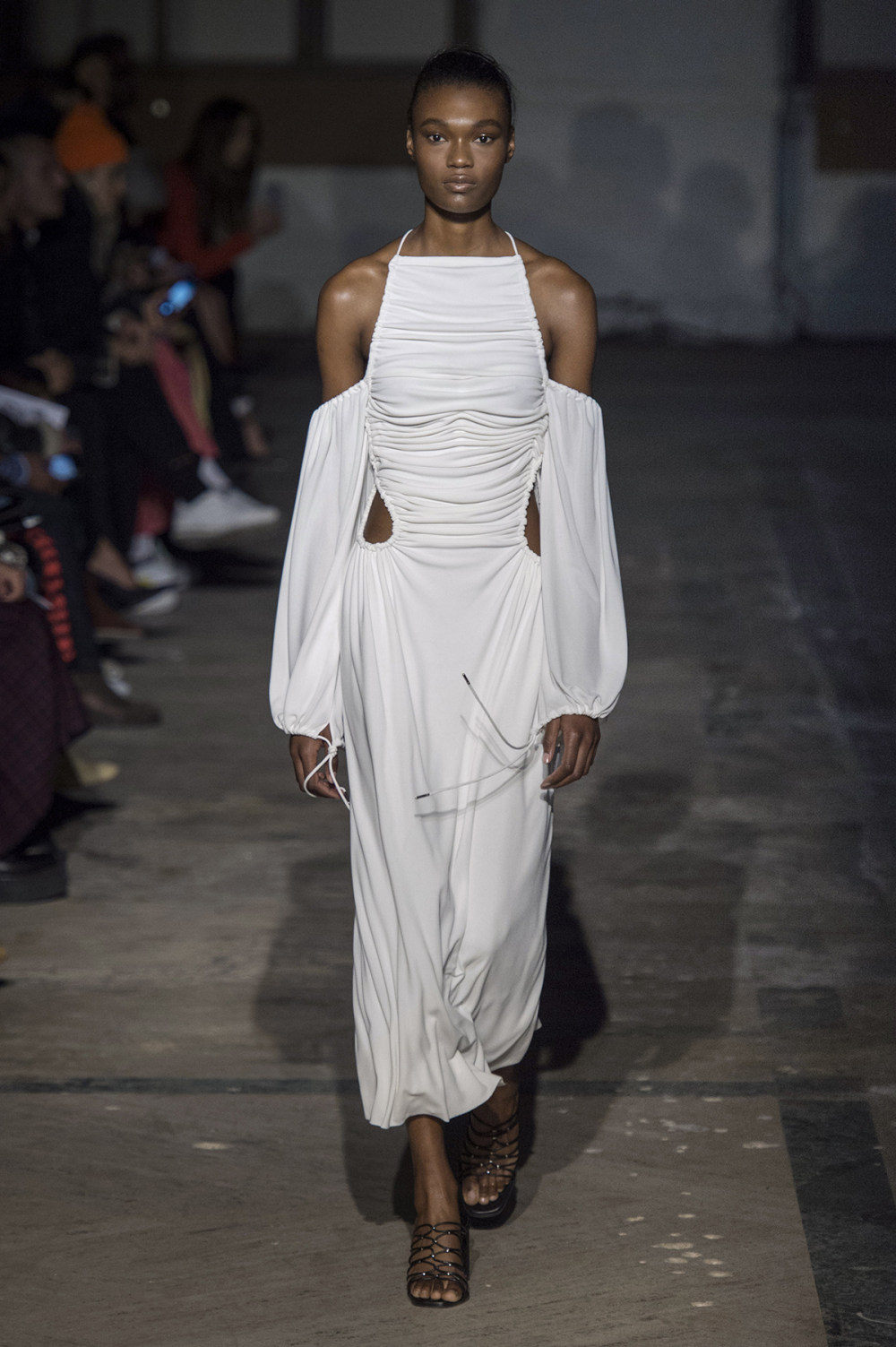 Dion Lee没有紧身衣的连衣裙被聚集或扭曲保持调色板的简约和奢华-28.jpg