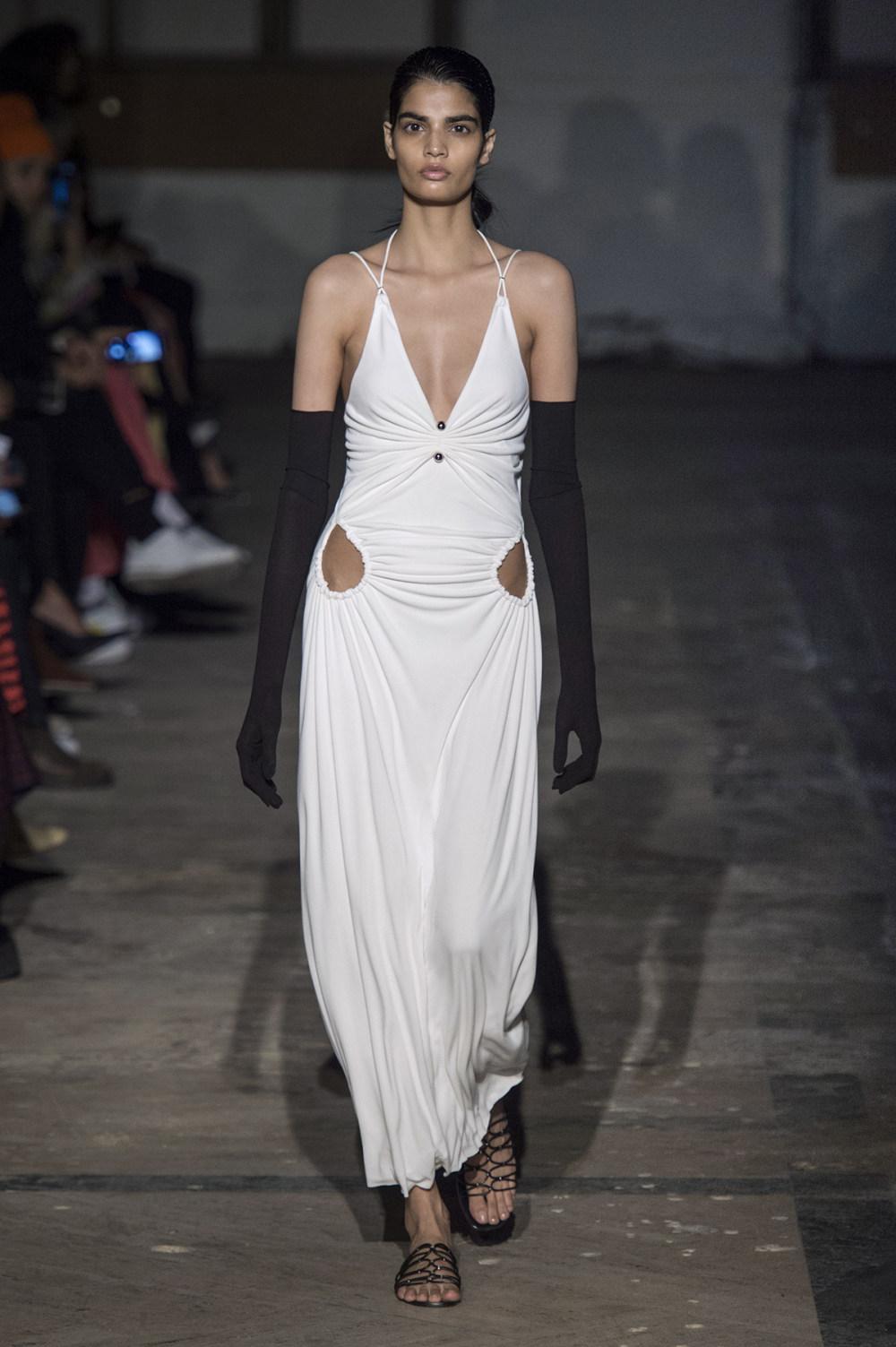 Dion Lee没有紧身衣的连衣裙被聚集或扭曲保持调色板的简约和奢华-29.jpg