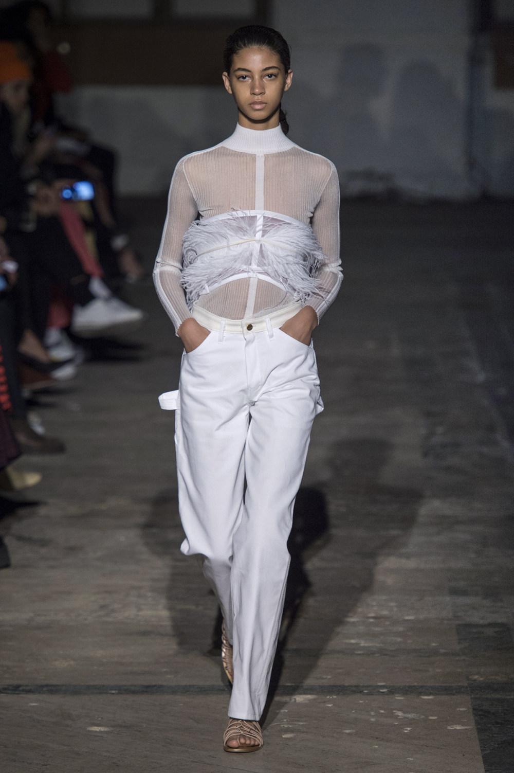 Dion Lee没有紧身衣的连衣裙被聚集或扭曲保持调色板的简约和奢华-31.jpg