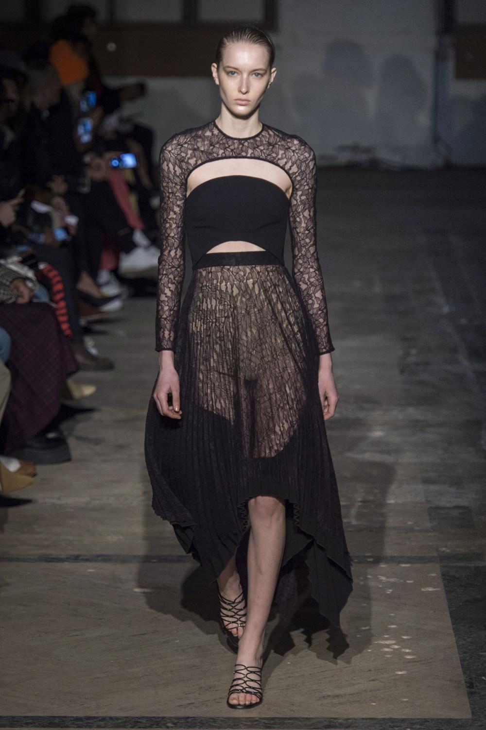 Dion Lee没有紧身衣的连衣裙被聚集或扭曲保持调色板的简约和奢华-32.jpg